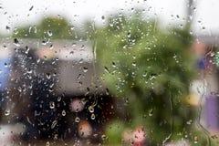 абстрактные падения воды на окне Стоковая Фотография