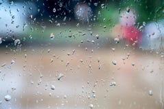 абстрактные падения воды на окне Стоковые Фото