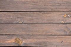 Абстрактные предпосылки: коричневые, более старые деревянные планки стоковая фотография rf