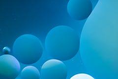 абстрактные предпосылки Пустословия на воде, абстракция масла Макрос Стоковая Фотография RF