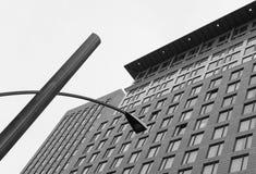 Абстрактный взгляд современной архитектуры в североамериканском городе Стоковые Фотографии RF