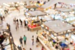 Абстрактный интерьер торгового центра и универмага нерезкости для ба Стоковое фото RF