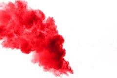 абстрактный красный порошок splattered на белой предпосылке, движении замораживания красного порошка взрывая стоковые фотографии rf