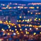 Абстрактный круговой город bokeh освещает с backgr горизонта красочным Стоковая Фотография