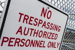 Абстрактный угол никакой trespassing утвердил знак персонала стоковое изображение