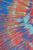 Абстрактный чертеж на краске для пульверизатора картона, голубых и красных Стоковое фото RF