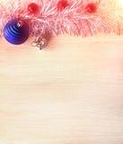 абстрактный чертеж рождества предпосылки праздничный Новый Год, шарики рождества, план на деревянном к субстрату Стоковые Фото