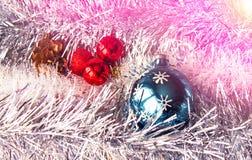 абстрактный чертеж рождества предпосылки праздничный Новый Год, шарики рождества, план на деревянном к субстрату Стоковое Изображение