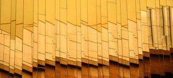 абстрактными стеклянными стена отраженная изображениями Стоковые Фотографии RF