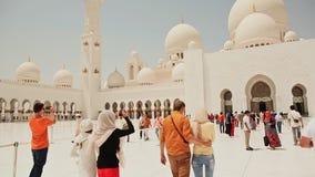 АБУ-ДАБИ, ОАЭ, 25-ОЕ АВГУСТА 2014: Шейх Zayed Грандиозн Мечеть Пакет отснятого видеоматериала сток-видео