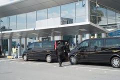 АБУ-ДАБИ - 13-ОЕ ФЕВРАЛЯ: Международный аэропорт Абу-Даби 13-ое февраля 2016 в Абу-Даби, Объединенных эмиратах Стоковая Фотография