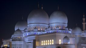 Абу-Даби, u A e - Январь 2018: взгляд на шейхе Zayed Мечети в предпосылке темного ночного неба акции видеоматериалы