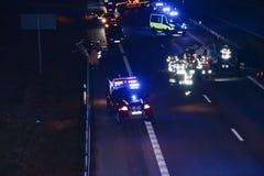 Аварийные машины на дороге стоковое изображение rf