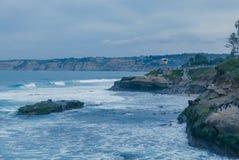 Авария волн на береге Калифорнии Стоковые Изображения RF