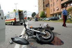 Авария мотоцикла в городской местности Стоковая Фотография