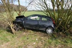 авария столкновения автомобилей автомобиля большая имеет скорость замороженную хайвеем стоковые изображения rf