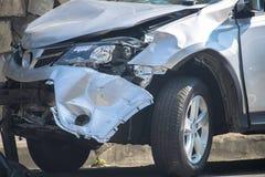 авария столкновения автомобилей автомобиля большая имеет скорость замороженную хайвеем Стоковое Фото