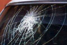 Авария, сломленное стекло автомобиля Стоковые Изображения