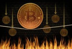 Авария эквилибристики опасного положения Bitcoin и сцена значения ожога понижаясь как bitcoins понижаются в огонь на заднем плане Стоковое Изображение RF