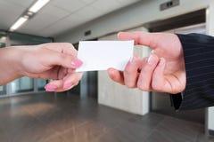 давать визитной карточки Стоковые Фотографии RF