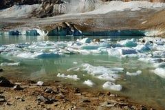 августовское ледниковое озеро Стоковая Фотография