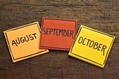 Август, сентябрь и октябрь на липких примечаниях Стоковые Изображения RF