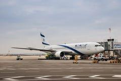 Авиакомпании Боинг 767-200 Эль-Аль Израиля в авиапорте Бен-Gurion стоковая фотография rf