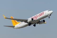 Авиакомпании Боинг 737-86J TC-IZB Пегаса Стоковое фото RF