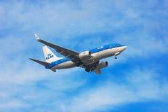 Авиакомпании Боинг 737 KLM королевские голландские Стоковое Изображение RF