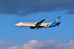 Авиакомпании международных перевозок Боинг 737 Украины Стоковые Изображения RF