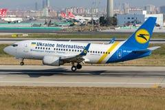 Авиакомпании международных перевозок Боинг 737-528 UR-GAT Украины Стоковое фото RF