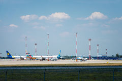 Авиакомпании международных перевозок и Anex Украины компании воздушных судн путешествуют в авиапорте Boryspil Стоковая Фотография RF