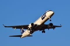Авиакомпании Embraer ERJ-195 СЕРИИ польские Стоковые Фото