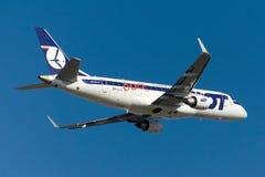 Авиакомпании Embraer 170-200LR заполированности СЕРИИ SP-LII Стоковые Изображения