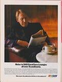 Авиакомпании SAS рекламы плаката скандинавские в журнале от 1992, ослабляют в гостиных SAS EuroClass на всем лозунг Скандинавии стоковое фото
