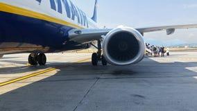 Авиакомпания восхождения на борт Ryanair Стоковые Фото