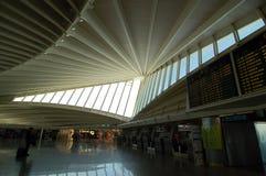 Авиапорт Бильбао, Испания: 14-ое апреля 2006: Интерьер авиапорта Бильбао Стоковые Фото