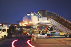 Авиапорт в ноче стоковое фото rf