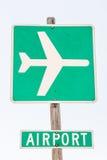 Авиапорт подписывает внутри зеленый цвет и белизну Стоковая Фотография RF