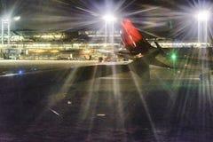 Авиапорт Сантьяго de Чили на ноче Стоковое фото RF