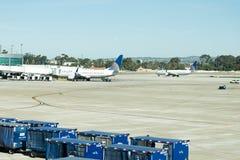 Авиапорт Сан Антонио - самолеты на пандусе Стоковое фото RF