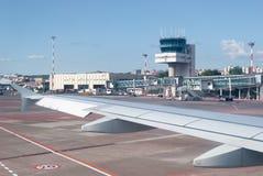 Авиапорт увиденный от самолета Стоковые Фотографии RF