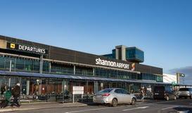 Авиапорт Шаннона, Ирландия - 27-ое декабря 2016: Авиапорт Шаннона авиапорт Irelands 2-ой самый большой в графстве Кларе Ирландии стоковые фотографии rf