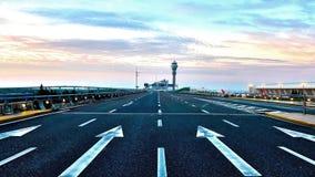 Авиапорт Шанхая Пудуна, облако и голубое небо Стоковая Фотография