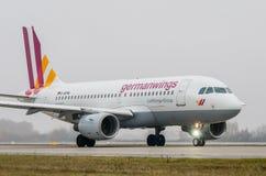Авиапорт Domodedovo, Москва - 25-ое октября 2015: Аэробус A319 D-AKNN авиакомпаний Germanwings стоковое фото