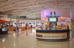 авиапорт duty-free стоковые фотографии rf