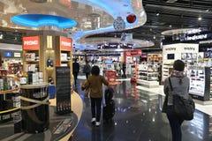 авиапорт duty-free стоковая фотография rf