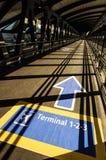 Авиапорт Exupéry Лион-Святого - коридор к стержням Стоковые Изображения RF