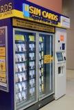 Авиапорт Kanasai торгового автомата карточки Sim в Осака Японии стоковое фото rf