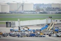 Авиапорт Schiphol Амстердама Нидерланды - 14-ое апреля 2018: корабли assitence Стоковые Изображения RF